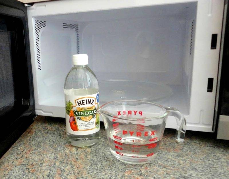 Почистить микроволновку уксусом