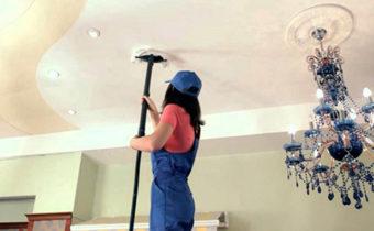 как почистить потолок