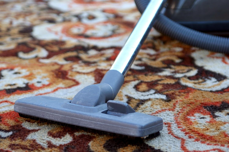 пылесосим ковровое покрытие