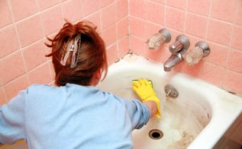 как очистить акриловую ванну