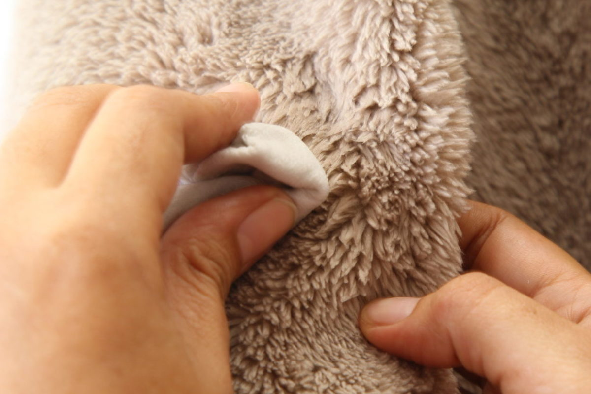 чистим искусственный мех