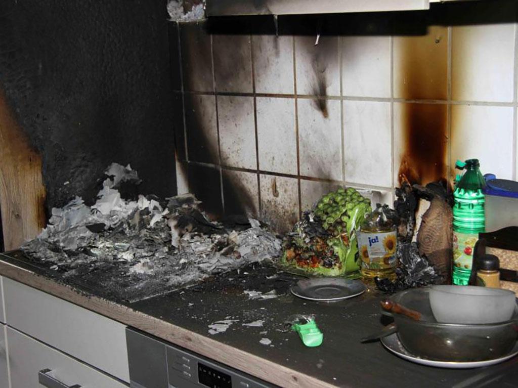 очищаем дом после пожара