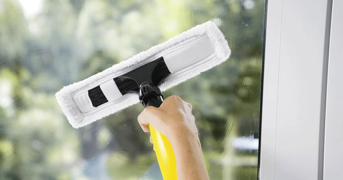 мытье окна щеткой