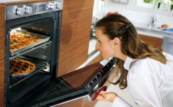 еда готовится в духовке