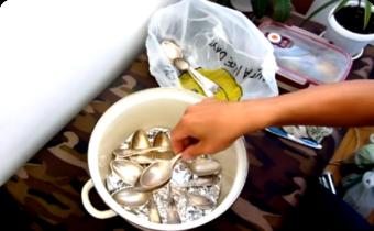 чистить мельхиор