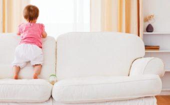 детская моча на диван
