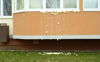 монтажная пена на балконе