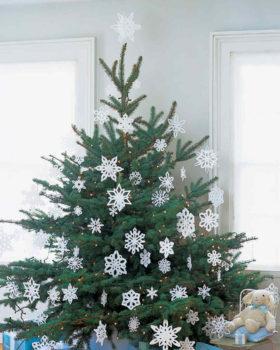 елка в снежинках