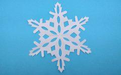 как вырезать снежинки из бумаги своими руками поэтапно