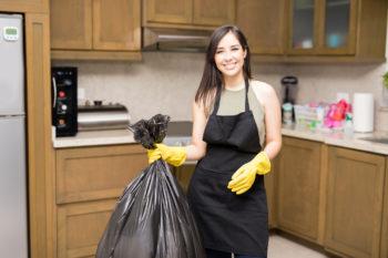 Выбрасываем мусор