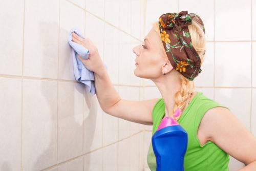 Как отмыть плитку в ванной от налета