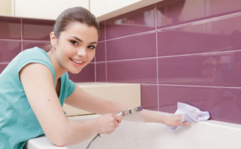 мыть плитку
